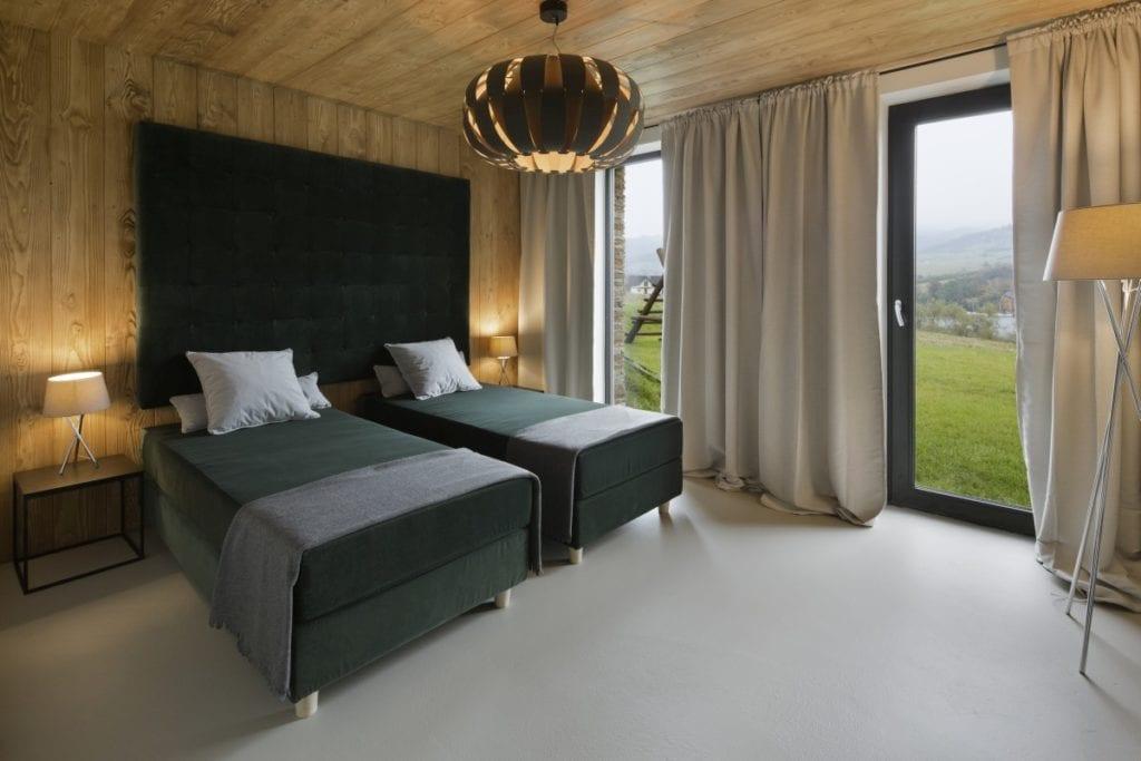 Sypialnia we wnętrzach Pasterska Chata zaprojektowanego przez HOLA Pracownia Projektowa