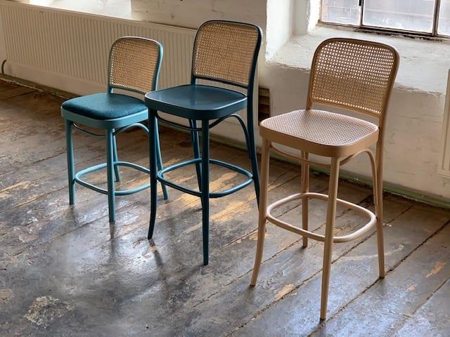Organiczne kształty krzeseł i figlarne stoliki do kawy - nowości TON