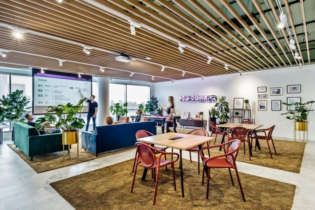 Biuro Ceetrus - przestrzeń pracy w stylu mid-century - projekt Workplace