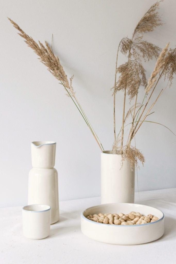 Polska ceramika stojąca na stole