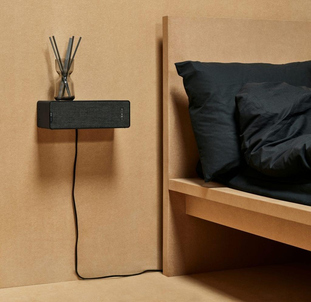 Czarny głośnik, który jest również półką - Ikea i Sonos w kolekcji SYMFONISK