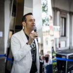 Karim Rashid promujący kolekcję Sacred Krosno Dsign podczas Milano Design Week