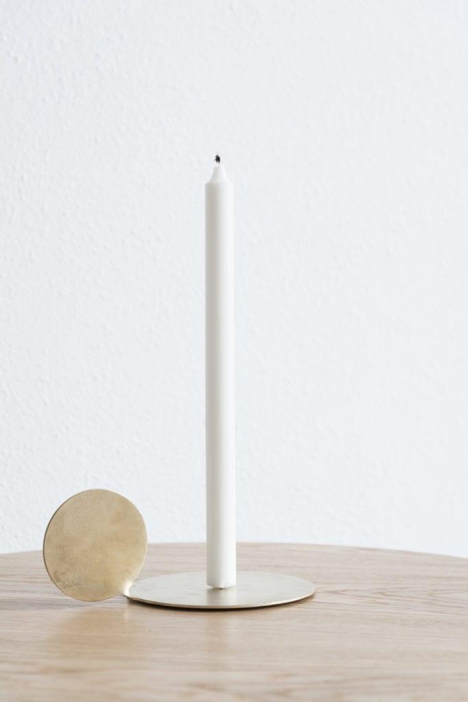 Candleholder od polskiej marki Mleko Living stojący na stole