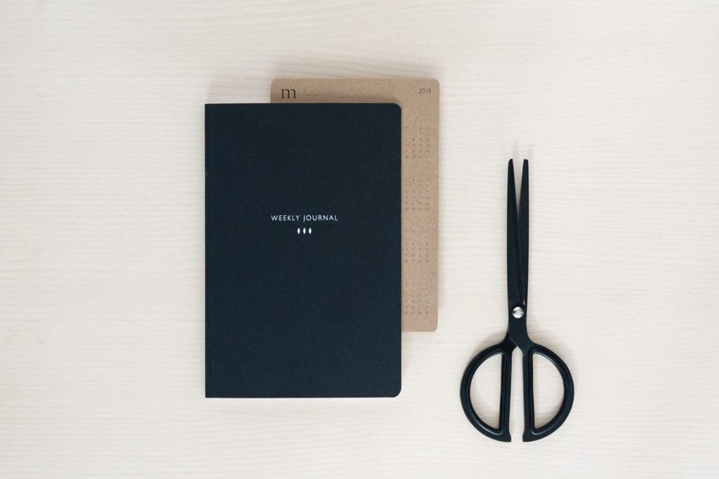 Czarny i beżowy notatnik od Mleko Living