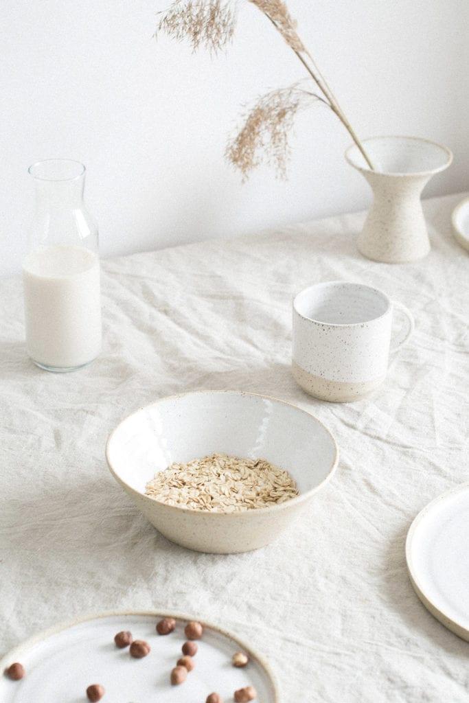 Śniadanie podane w ceramice od Mleko Living