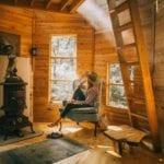 wnętrze drewnianego domu