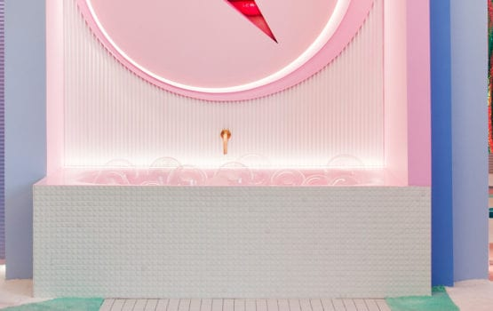 Retro-futurystyczna garderoba z motywem gier video projektu Patrici Bustos