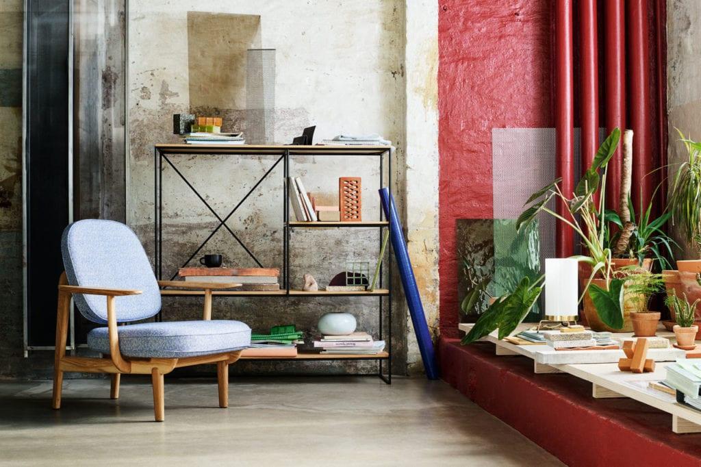 Krzesło projektu Jamie Hayona z niebieskim obiciem