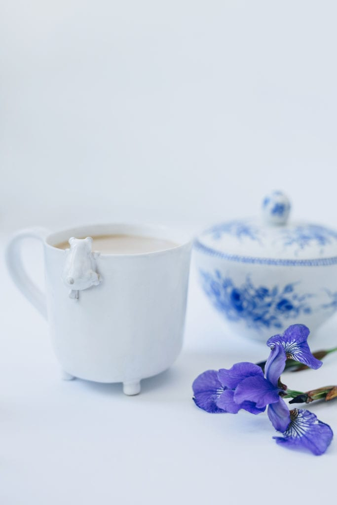Biały ceramiczny kubek od marki Lamabo