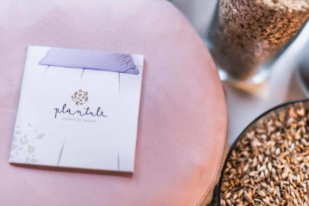 Propozycja prezentu na dzień matki - różowa poduszka od Plantule