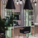Piękne wnętrza salonu fryzjerskiego projektu Damiana Kozłowskiego z pracowni 74studio