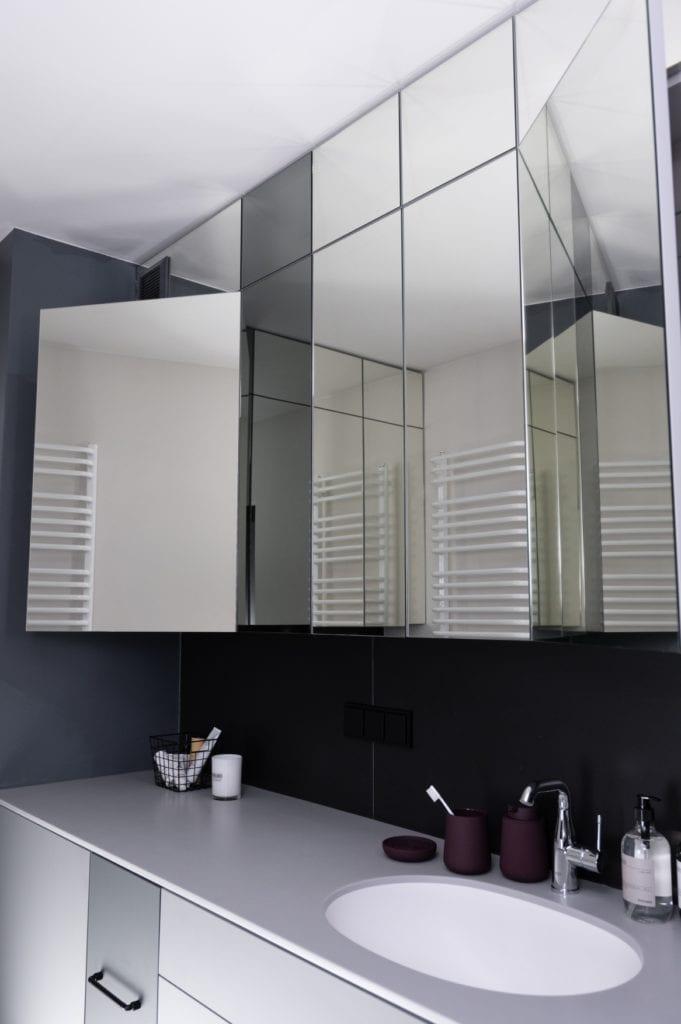 Lustro w łazience w mieszkaniu w Poznaniu