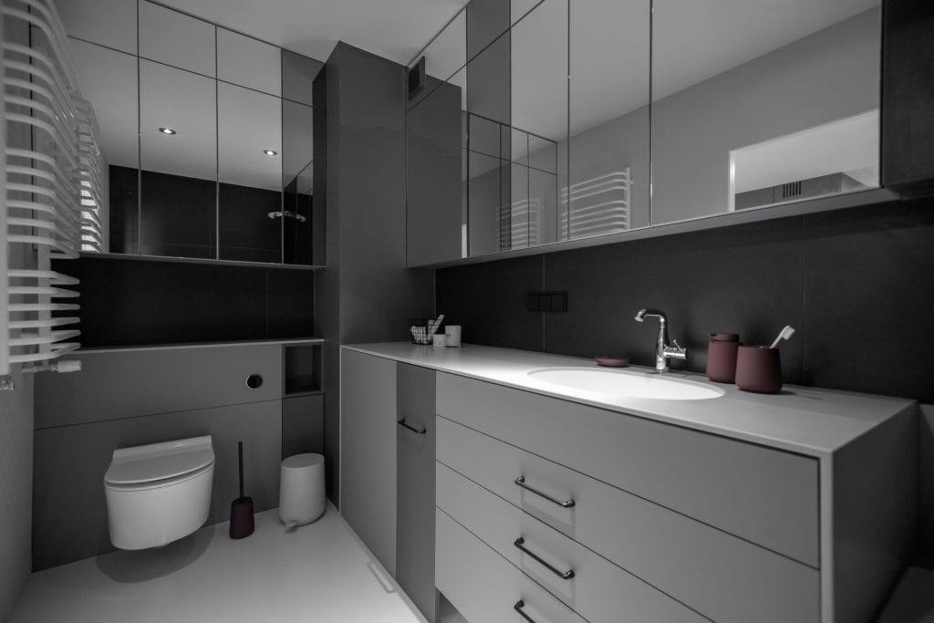 Łazienka w szarych i białych kolorach zaprojektowana przez Katarzynę Orwat
