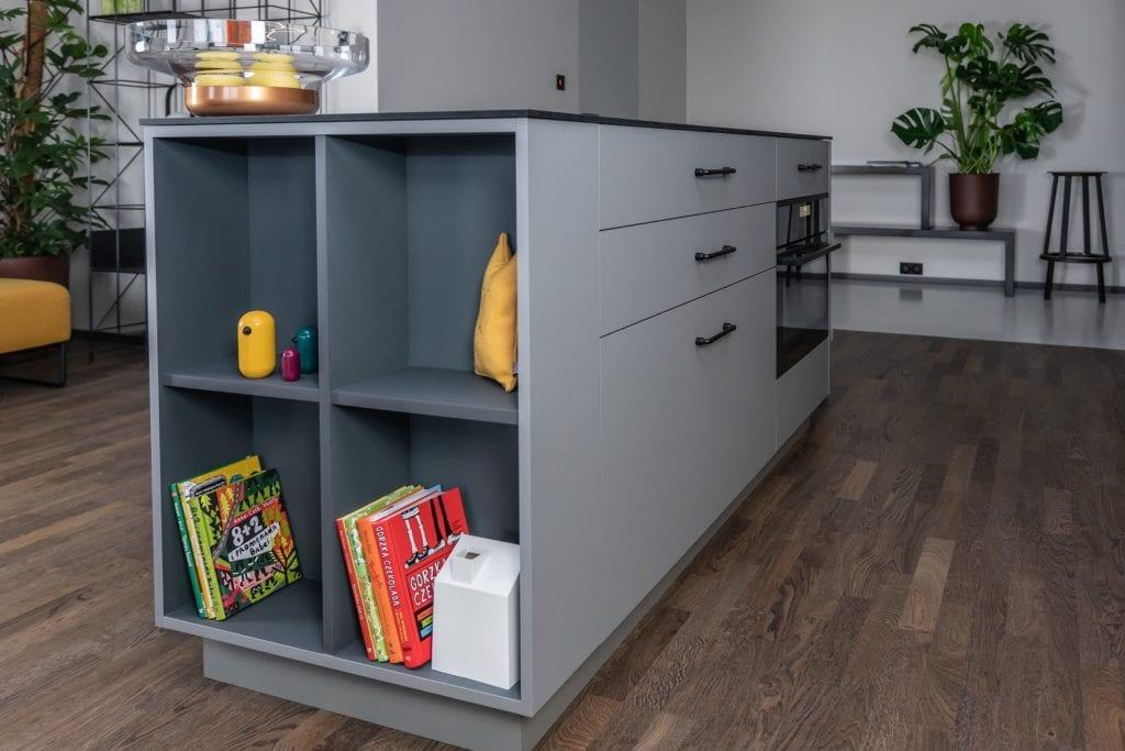 Zabudowa kuchni w poznańskim mieszkaniu projektu Kasia Orwat Design