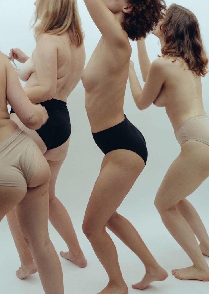 Gdynia Design Days 2019 - wystawa ciało na rozdrożu EZ Undies fot. Ania Bystrowska
