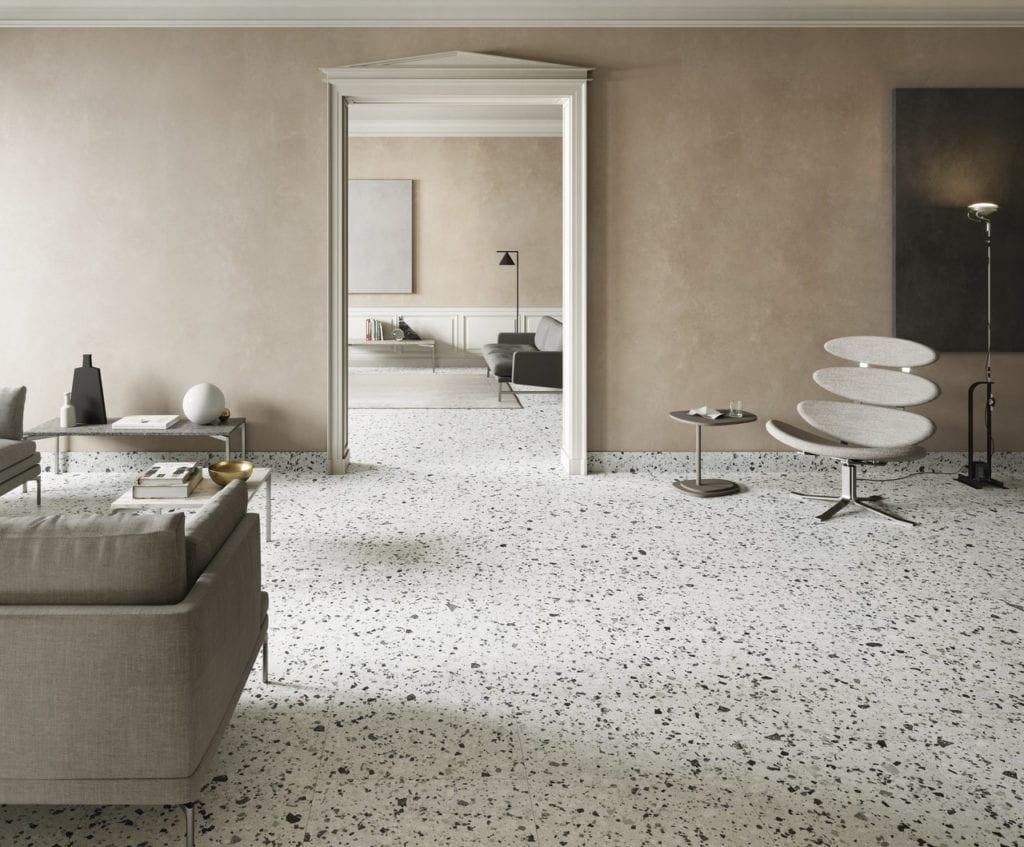 Beżowa podłoga z lastryko w salonie
