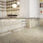 Podłoga z beżowego terazzo w kuchni