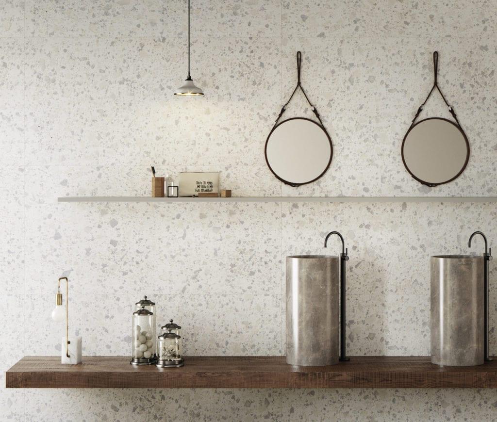 Dwa lustra na ścianie
