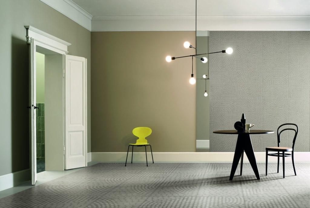Zielona ściana w pokoju i podłoga z lastryko