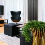 Duży pokój w mieszkaniu w Łodzi projektu pracowni 3DProjekt w stylu steampunk