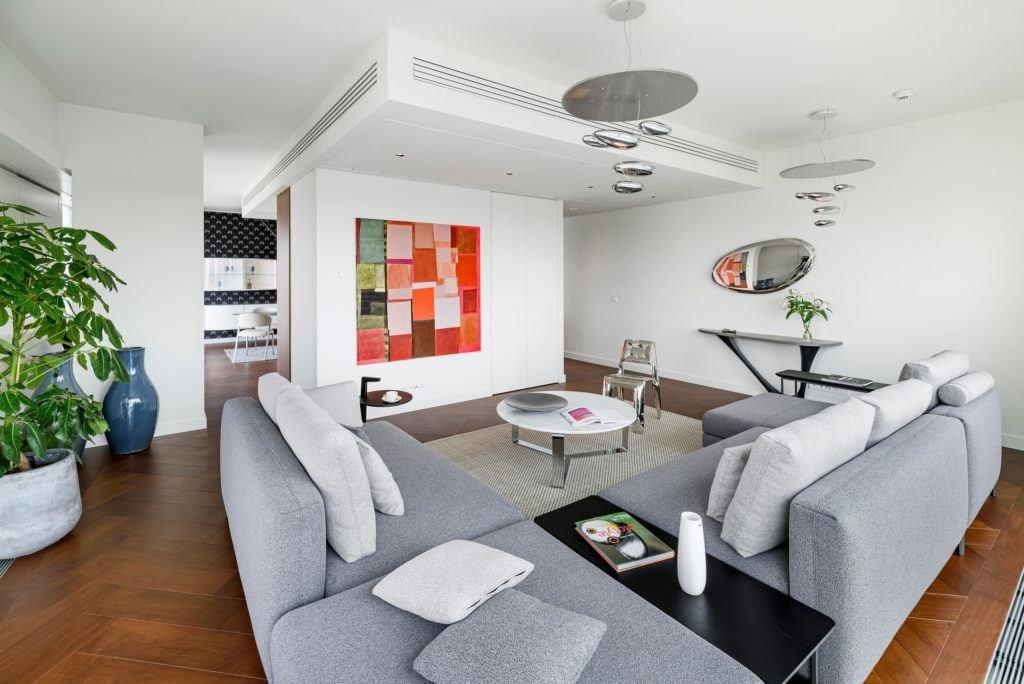 Salon w apartamencie GLACE projektu pracowni AKSONOMETRIA