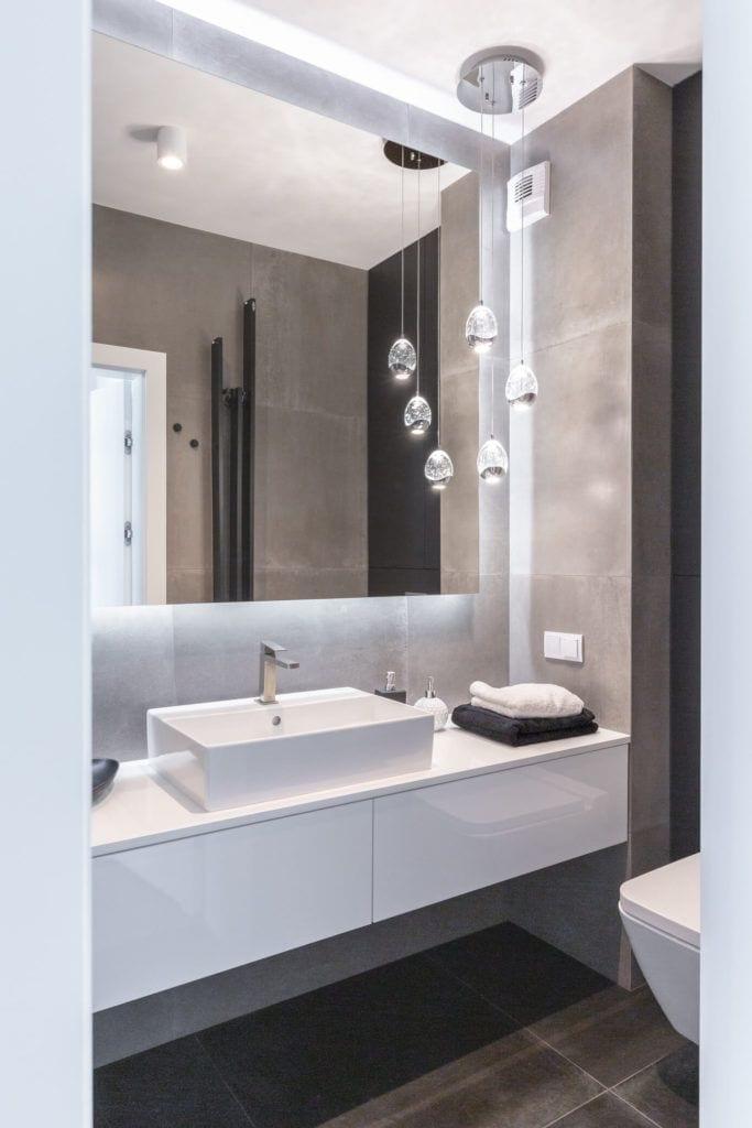Nowoczesna łazienka w mieszkaniu projektu pracowni Decoroom
