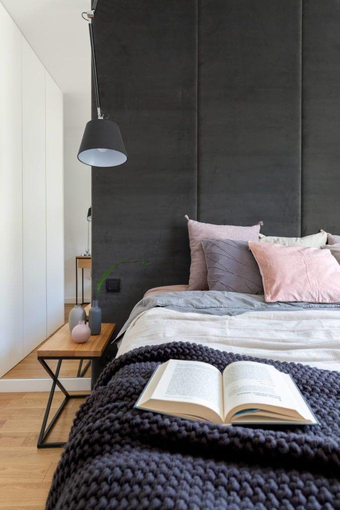 Sypialnia w mieszkaniu projektu pracowni Decoroom