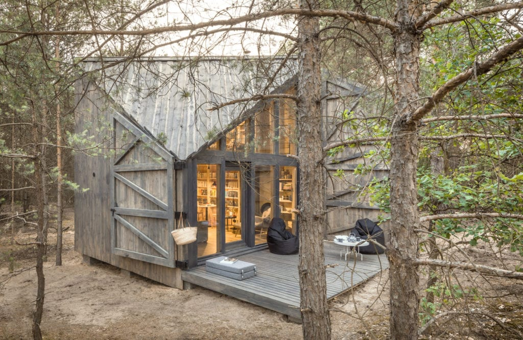 Bookworm Cabin, wyjątkowa chatka do czytania w Adelinie