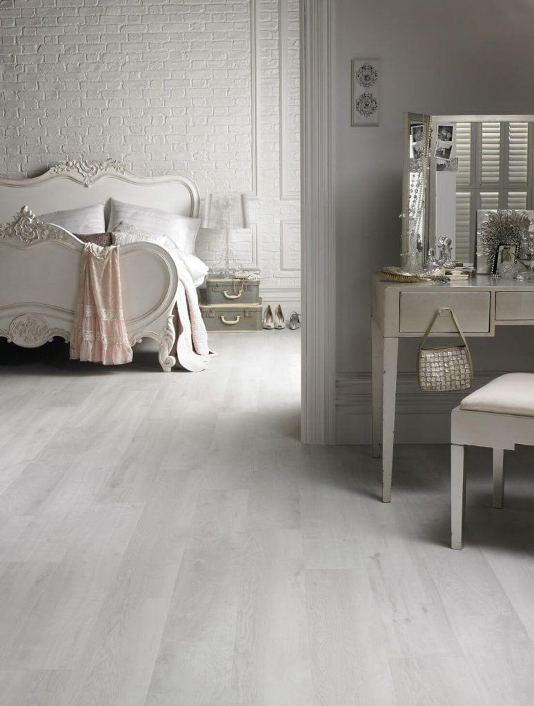 Jasny pokój z winylową podłogą Designflooring - podłogi winylowe 2tec2