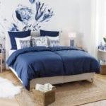 Sypialnia z dodatkami w niebieskim, morskim kolorze