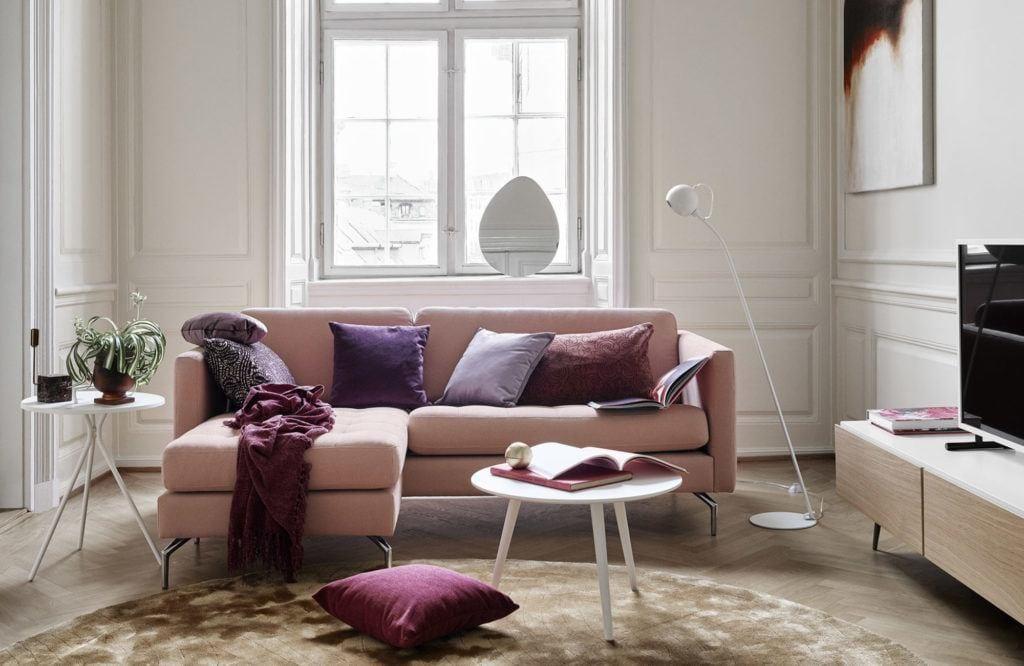 Różowa sofa Indivi projektu Andersa Nørgaarda