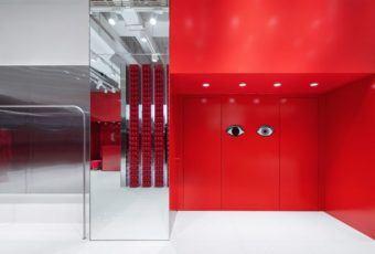 Czerwień głównym bohaterem – aranżacja sklepu Annakiki