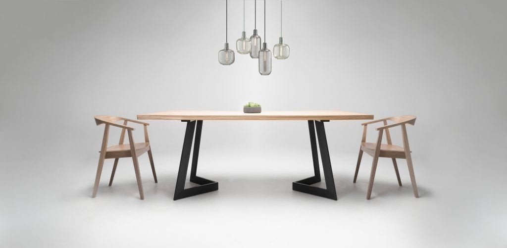 Drewniany stół Dyle dostępny w Good Inside