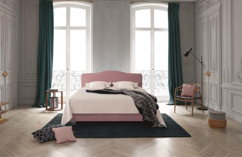 ome&Hotel Solutions - różowe wezgłowia łózka Louis XV