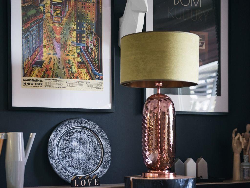 Kolekcja lamp Glass od Dekoluce lampa Atria ze złotym kloszem