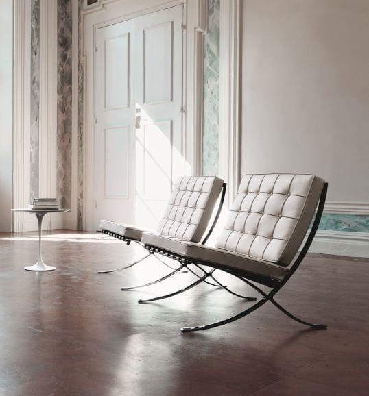 Brązowe krzeslo barcelona Knoll projekt Ludwig Mies van der Rohe