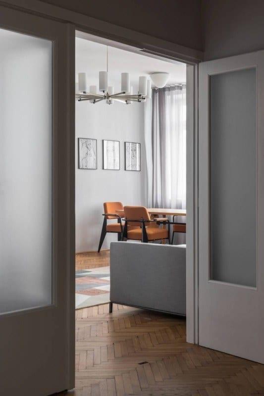 Mieszkanie z 1936 roku i salon z drewnianym parkietem