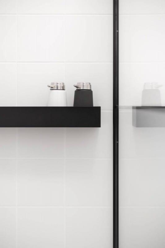 Przybory łazienkowe w mieszkaniu w kamienicy