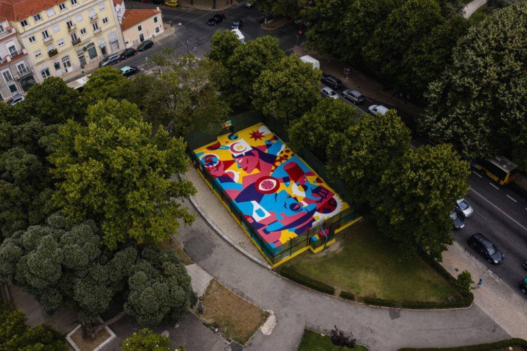 Kolorowy mural autorstwa AkaCorleone