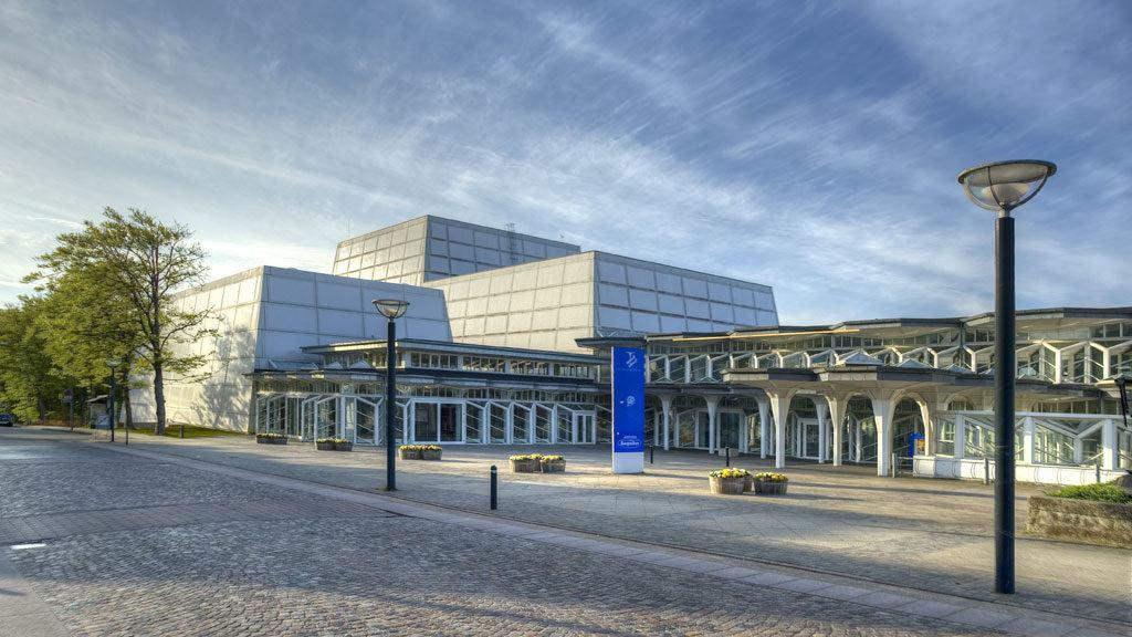 Front Musikhuset w Esbjerg projekt Jan Jorn Utzon