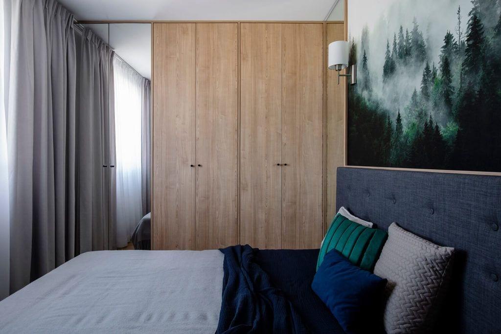 Szafa w sypialni w w mieszkaniu projektu Kowalczyk-Gajda Studio Projektowe