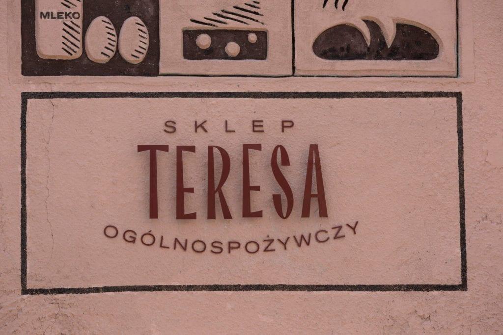 Nowe szyldy na ulicach Elbląga inicjatywa DobryZnak - sklep ogólnospożywczy Teresa