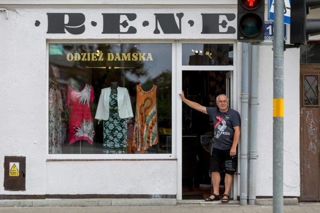 Nowe szyldy na ulicach Elbląga inicjatywa DobryZnak - RENE odzież damska