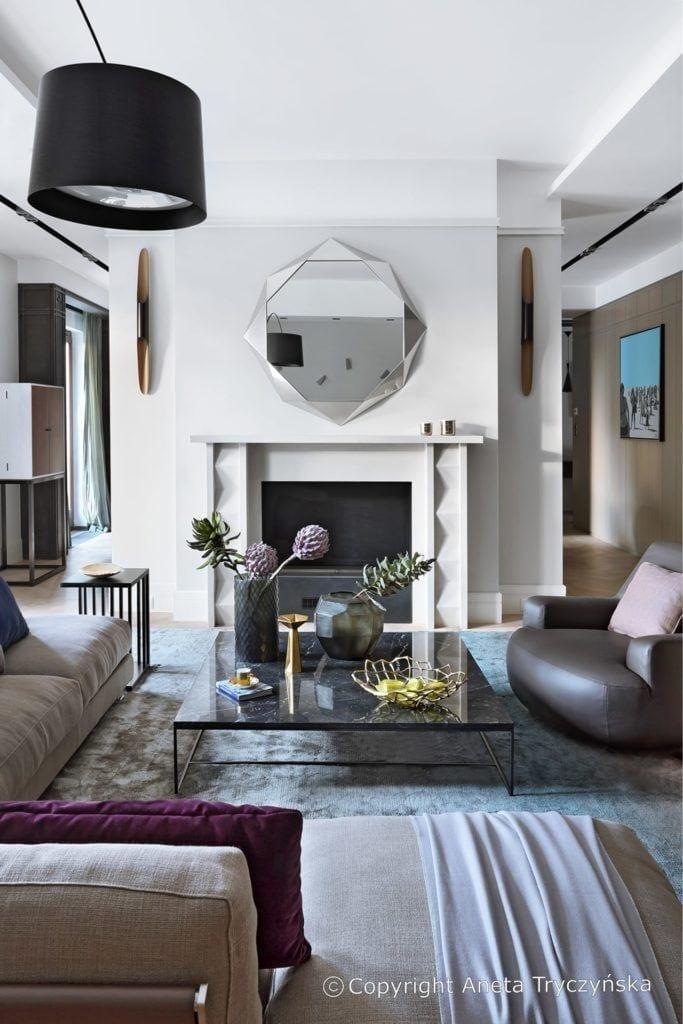 Salon w luksusowym apartamencie na Muranowie projektu Taff Architekci