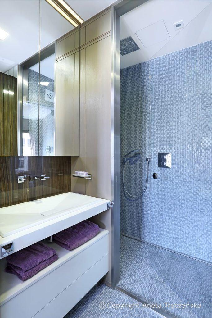 Łazienka w luksusowym apartamencie na Muranowie projektu Taff Architekci