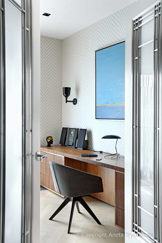 Gabinet w luksusowym apartamencie na Muranowie projektu Taff Architekci