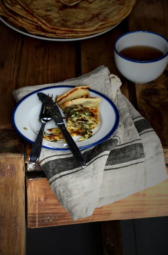 Omlet na talerzu z porcelanowej kolekcji Blue Line od Ćmielów Design Studio