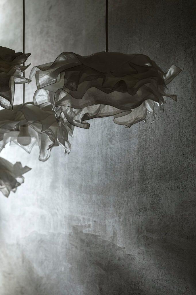 Piękne lampy w siłowni i SPA Lush Life w Turku