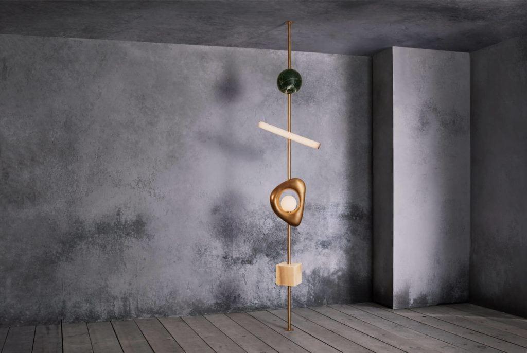 The totemic Form lampa podłogowa projekt Anna Karlin