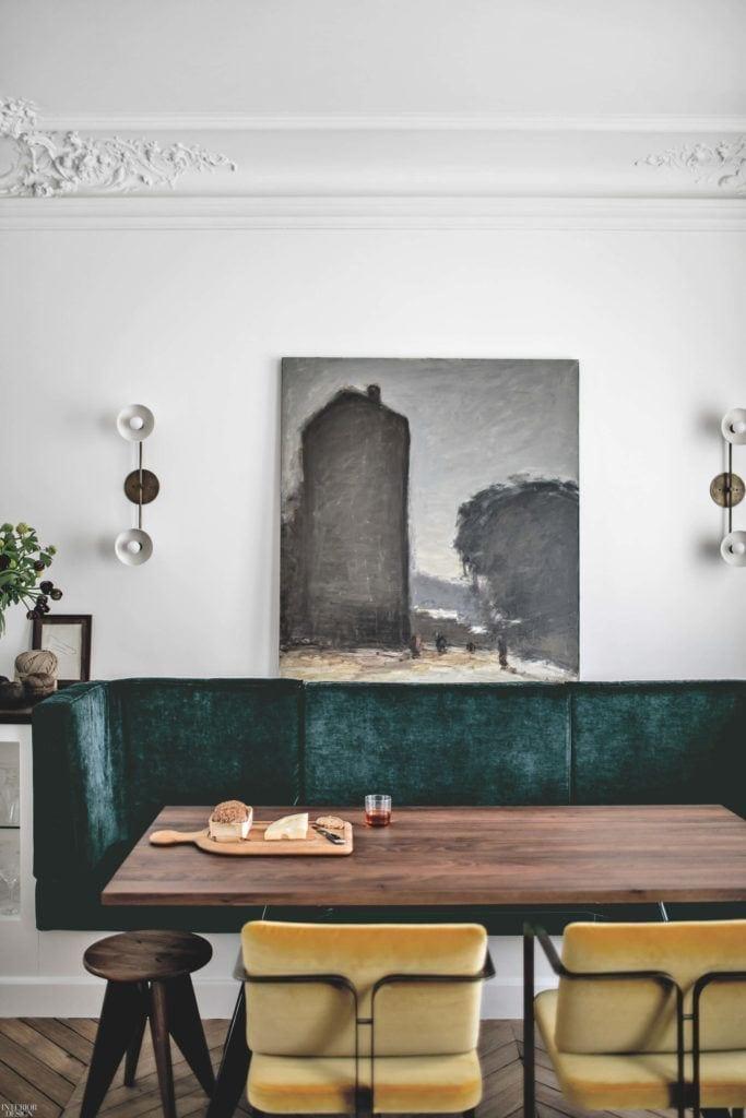 Studio JeanCharlesTomas i apartament ich projektu z obrazem wiszącym na ścianie w jadalni